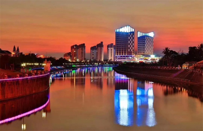 华亚欢乐城实景图