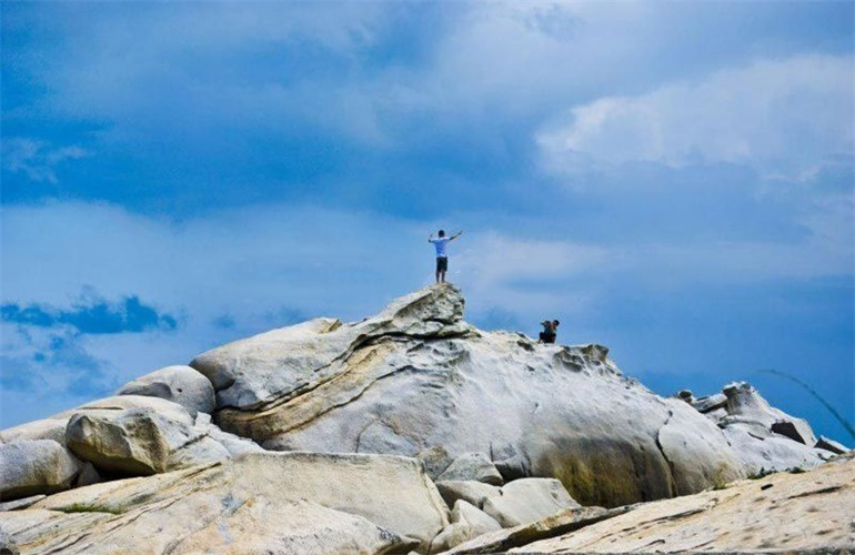 富力月亮湾 石头公园