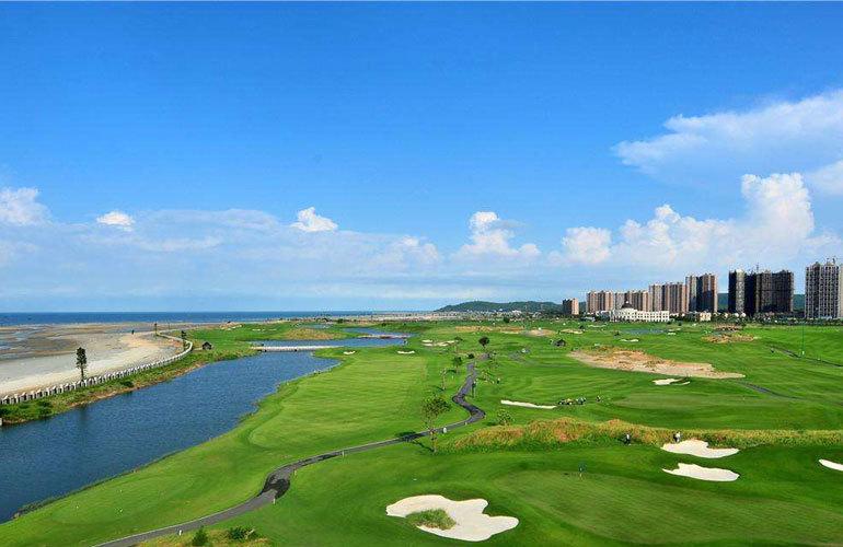 天隆三千海周边配套:高尔夫球场