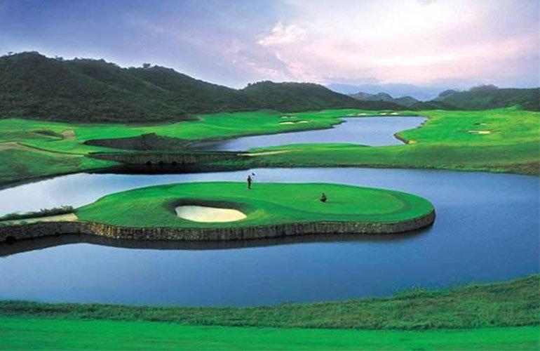 世茂怒放海周邊配套:高爾夫球場