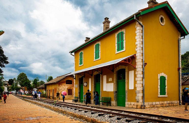 昆明富力湾 周边配套:滇越铁路文化小镇