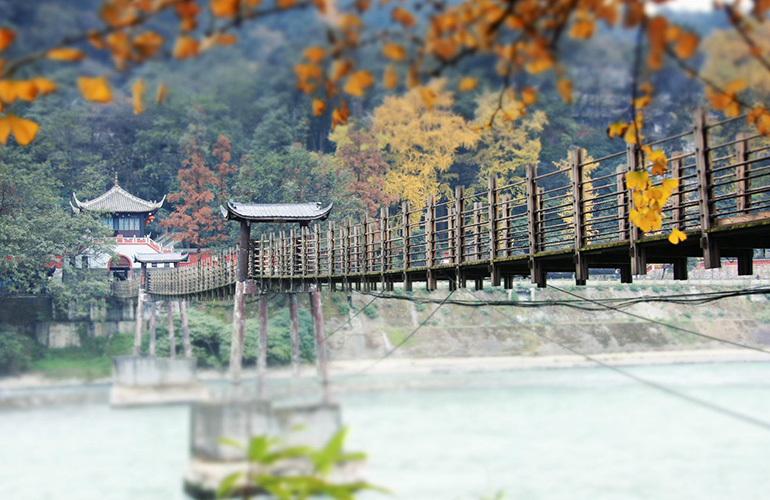 融创万达文旅城 周边配套:都江堰安澜桥