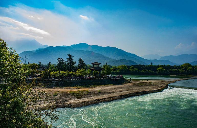 融创万达文旅城 周边配套:都江堰