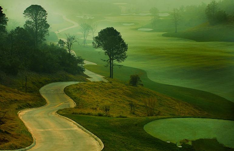 温泉山谷 周边配套:高尔夫球场