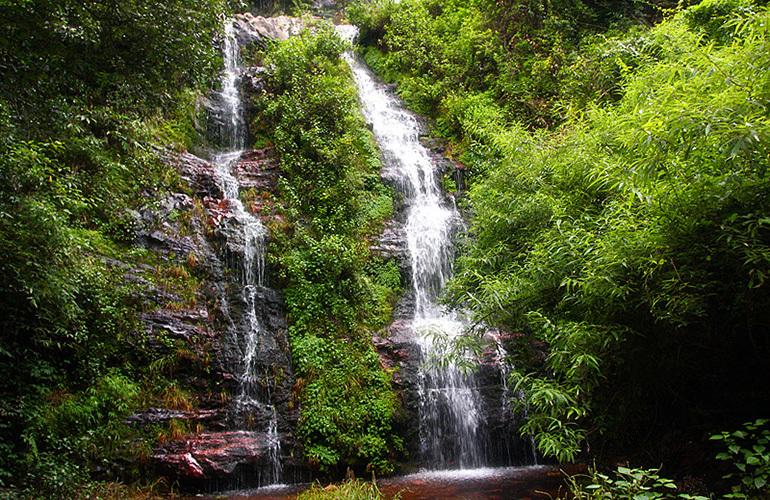 汉华天马山国际温泉度假区 陡嘴大叠水瀑布