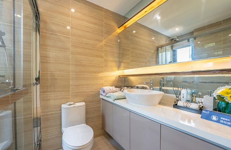 椰林阳光 浴室