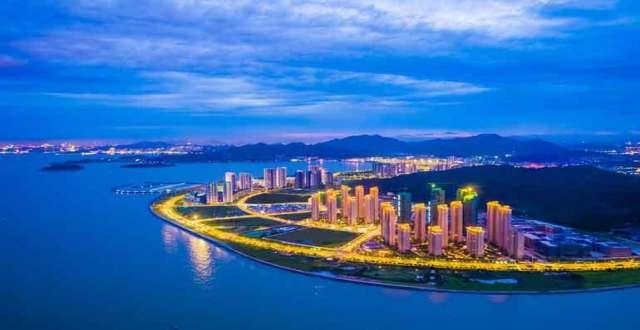 珠海仁恒滨海半岛游泳池图片
