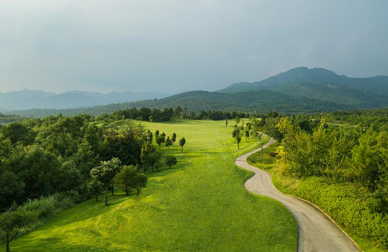 温泉山谷 高尔夫实景图