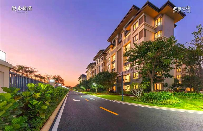 万宁融创海南臻园项目低密度纯板式美宅在售,均价21000元/㎡