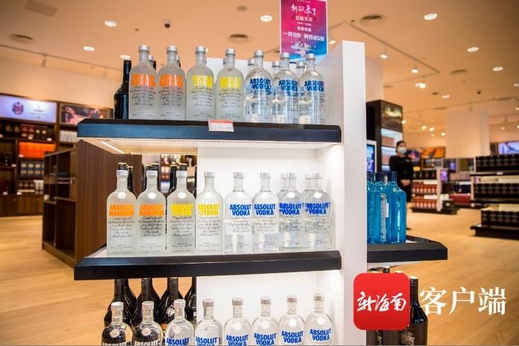 """买一瓶酒便宜近3000元!海南免税店酒类产品品种丰富价格""""给力"""""""