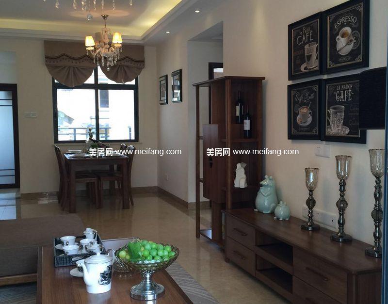龙憩园中园 C1户型样板间:客厅