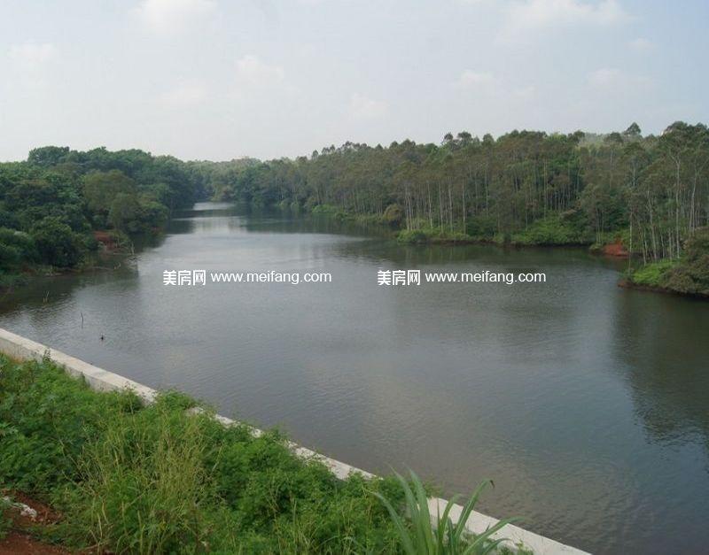 台湾风情小镇 周边配套:天然湖