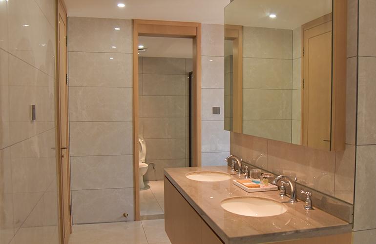 正恒温泉养生府 浴室